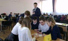 В екатеринбургской гимназии номер 47 детей разделили по классам.